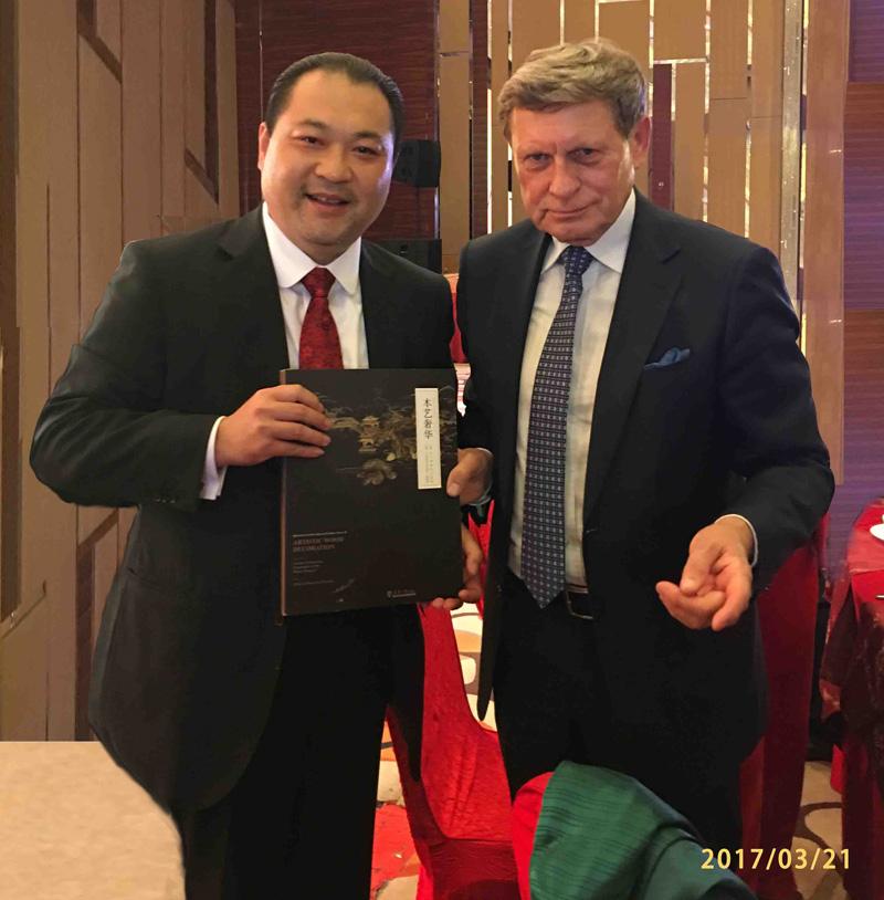 关毅先生与波兰前副总理莱舍尔·巴尔采罗维奇阁下